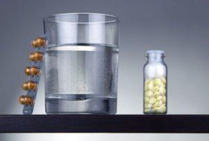 таблетки запивают водой