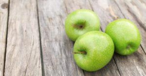 Польза зеленых яблок неоценима